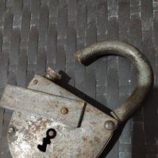 Antigüedades: ANTIGUO CANDADO DE HIERRO DE GRAN TAMAÑO. Lote 241169755