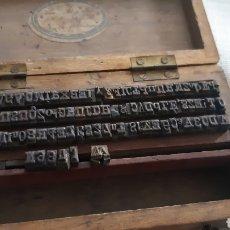 Antigüedades: PIEZAS METALICAS DE IMPRENTA EN TOTAL 115. Lote 241696765
