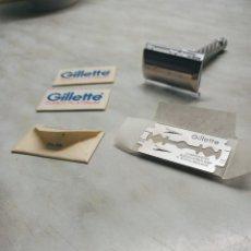 Antigüedades: MAQUINILLA AFEITAR GILLETTE + 3 HOJAS GILLETTE A ESTRENAR. DESCRIPCION Y FOTOS.. Lote 241735905