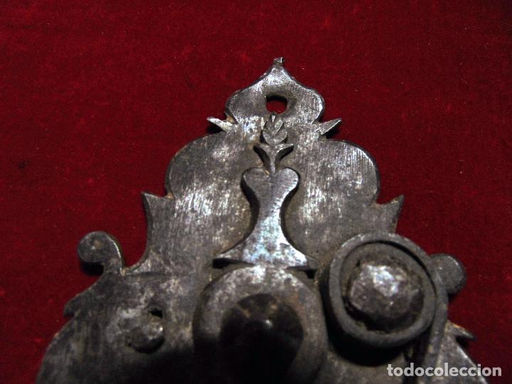 Antigüedades: precioso pestillo siglo XVIII, cincelado, funciona ver fotos - Foto 5 - 241859105