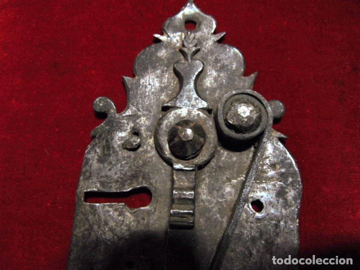 Antigüedades: precioso pestillo siglo XVIII, cincelado, funciona ver fotos - Foto 6 - 241859105