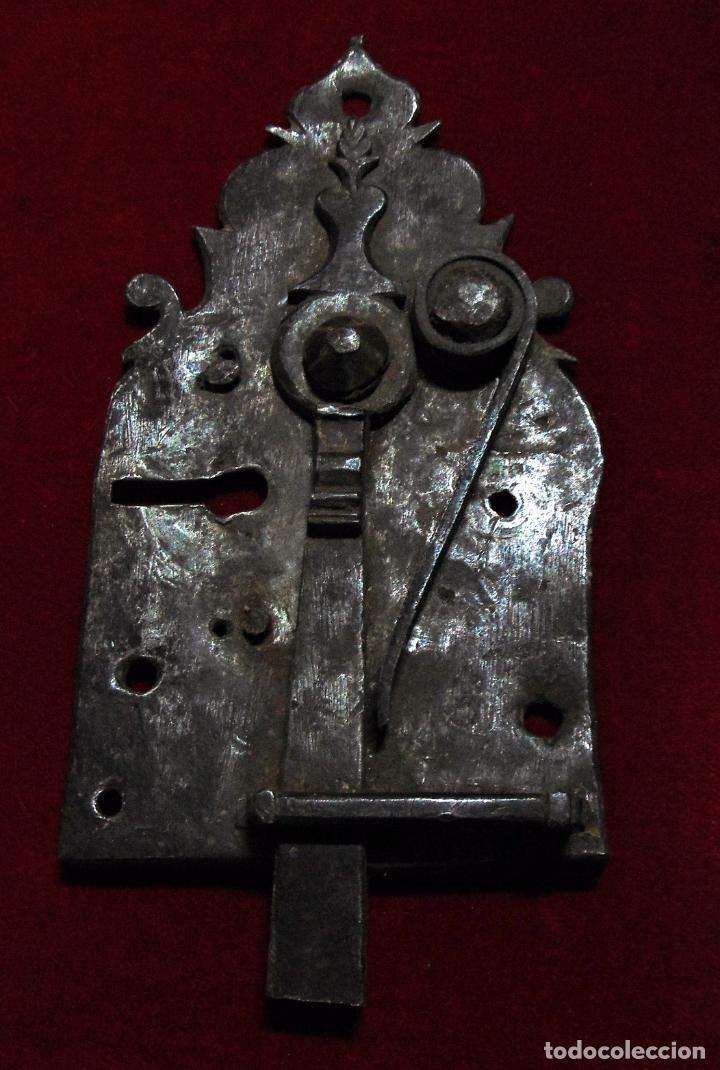 PRECIOSO PESTILLO SIGLO XVIII, CINCELADO, FUNCIONA VER FOTOS (Antigüedades - Técnicas - Cerrajería y Forja - Pestillos Antiguos)
