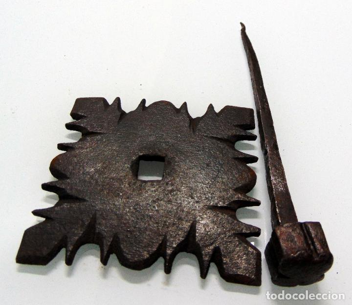 Antigüedades: antiguo clavo cincelado, grande y grueso, forja, de pico a pico 12,5 cm - Foto 2 - 241939360