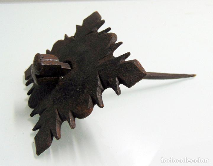 Antigüedades: antiguo clavo cincelado, grande y grueso, forja, de pico a pico 12,5 cm - Foto 3 - 241939360