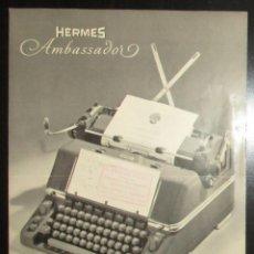 Antiquités: DÍPTICO PUBLICITARIO DE LA MÁQUINA DE ESCRIBIR HERMES AMBASSADOR. ORIGINAL DE 1959.. Lote 241967475