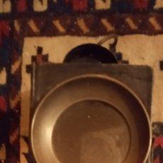 Antigüedades: ANTIGUO FARO FAROL DE CARRUAJE DE HIERRO COCHE DE CABALLOS. Lote 242216615