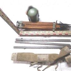 Antiquités: TEODOLITO FENNEL KASSEL GERMANY, CON TRIPODE Y REGLA MIRA ESTADIMÉTRICA AÑOS 60. Lote 242365435