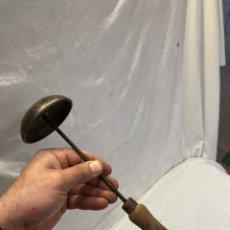 Antigüedades: ANTIGUA PLANCHA DE SOMBREROS!. Lote 242408725