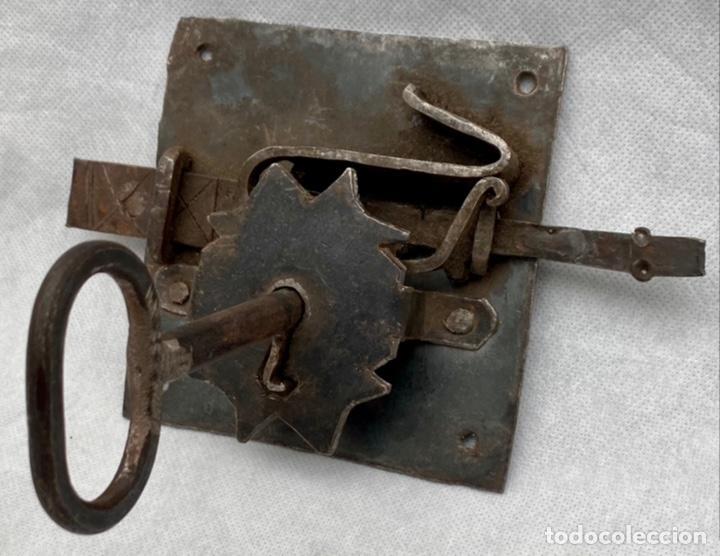 CERRADURA DE FORJA ANTIGUA CON SU LLAVE GRAN TAMAÑO (Antigüedades - Técnicas - Cerrajería y Forja - Cerraduras Antiguas)