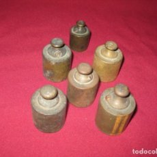 Antigüedades: 5 PESOS DE BRONCE DE 200 GR. Y 1 DE 100 GR.. Lote 243071590