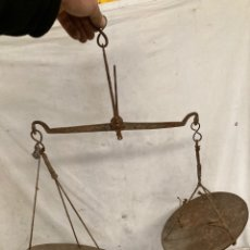 Antigüedades: ANTIGUA Y MUY DECORATIVA BALANZA!. Lote 243126260