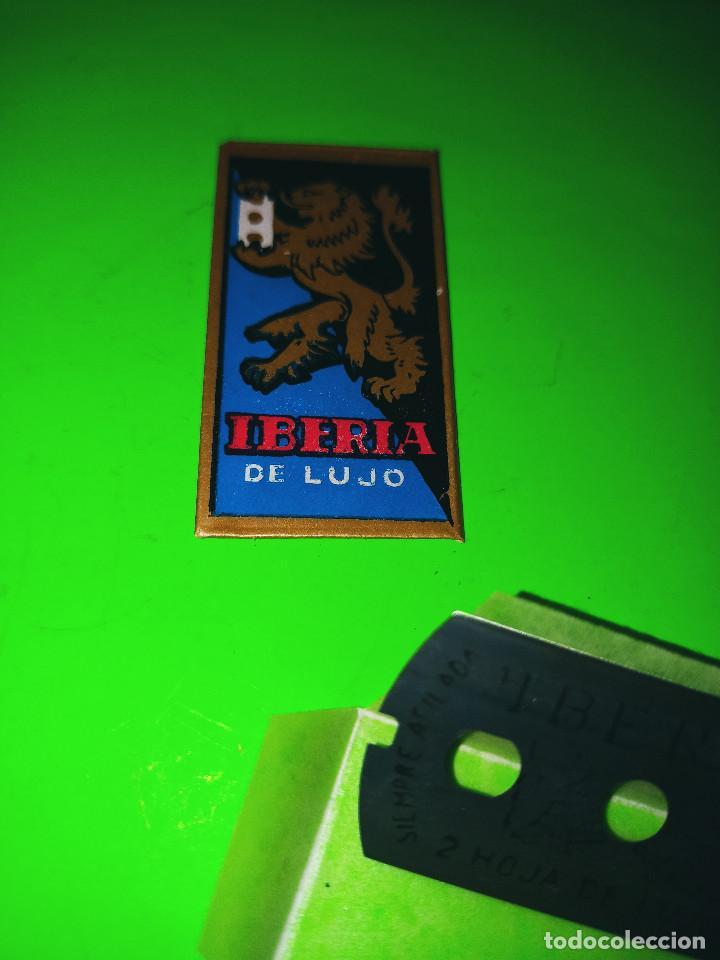 Antigüedades: MAQUINILLA DE AFEITAR IBERIA. PERFECTA. + 2 HOJAS IBERIA A ESTRENAR. DESCRIPCION Y FOTOS. - Foto 5 - 243129930