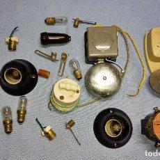 Antigüedades: LOTE ANTIGUO DE MATERIAL ELECTRICO TIMBRES PORTALAMPARAS ETC. Lote 243172000