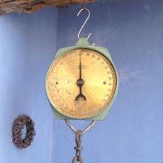 Antigüedades: UNA BASCULA. Lote 243198635