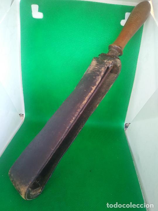 Antigüedades: ANTIGUA BADANA, ASENTADOR, AFILADOR DE NAVAJAS EN CUERO Y MADERA SANOS, - Foto 2 - 243208115