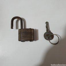 Antigüedades: CANDADO ABUS CON SU LLAVE.. Lote 243230545