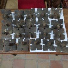 Antigüedades: LOTE DE CLAVOS MEDIANOS CON ESCUDO. Lote 243392395