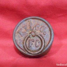 Antigüedades: ANTIGUA PESA DE HIERRO DE 1 KG. Lote 243474410