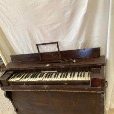 Oggetti Antichi: ANTIGUO PIANO HARMONICA,DE AIRE,MARCA LES PETIT FILS!. Lote 243479345