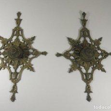 Antigüedades: EMBELLECEDOR TIRADOR DE PUERTA ANTIGUA. Lote 243581850