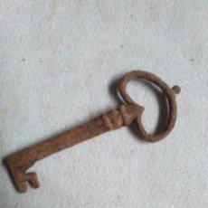 Antiquités: ANTIGUA LLAVE DE HIERRO FORJADO CON ADORNO. LLAVE HUECA.7,5CM.LLAVE RARA... Lote 243596215