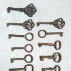 Antiquités: LOTE DE LLAVES DE LATON CON ADORNOS.TODAS HUECAS MENOS LA MAS PEQUEÑA. Lote 243596880