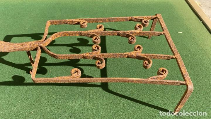 Antigüedades: PARRILLAS MUY ANTIGUAS DE FORJA DE 9 CMS. ALTO X 22 ANCHO X 51 DE LARGO - Foto 2 - 243605010