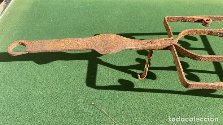 Antigüedades: PARRILLAS MUY ANTIGUAS DE FORJA DE 9 CMS. ALTO X 22 ANCHO X 51 DE LARGO - Foto 3 - 243605010