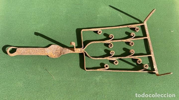 Antigüedades: PARRILLAS MUY ANTIGUAS DE FORJA DE 9 CMS. ALTO X 22 ANCHO X 51 DE LARGO - Foto 4 - 243605010