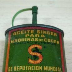 Antigüedades: ACEITE SINGER PARA MÁQUINAS DE COSER. Lote 261298140