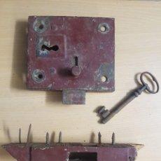 Antigüedades: ANTIGUA CERRADURA DE EMBUTIR COMPLETA. Lote 243682885