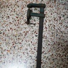 Antigüedades: ANTIGUO GATO DE CARPINTERO EN PERFECTO ESTADO DE FUNCIONAMIENTO. Lote 243761050