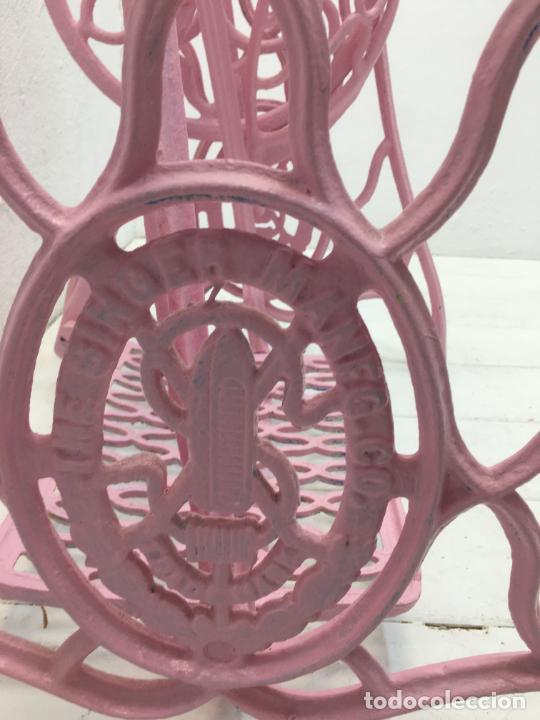 Antigüedades: MESA CRISTAL CON PATAS MAQUINA DE COSER SINGER - HIERRO FUNDIDO - 91,50 X 50,10 CM. - Foto 7 - 243781910