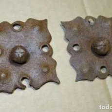 Antigüedades: PAREJA DE CLAVOS SIGLO XVIII, HIERRO FORJA. Lote 236504335