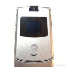 Teléfonos: TELÉFONO MOVIL VINTAGE MOTOROLA RAZR 3 PLATEADO. Lote 244019275