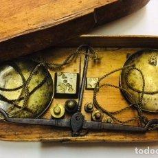 Antigüedades: ANTIGUAS BALANZAS PARA PESAR MONEDAS DE ORO Y PLATA. MARCAS DEL ORFEBRE.. Lote 244401355