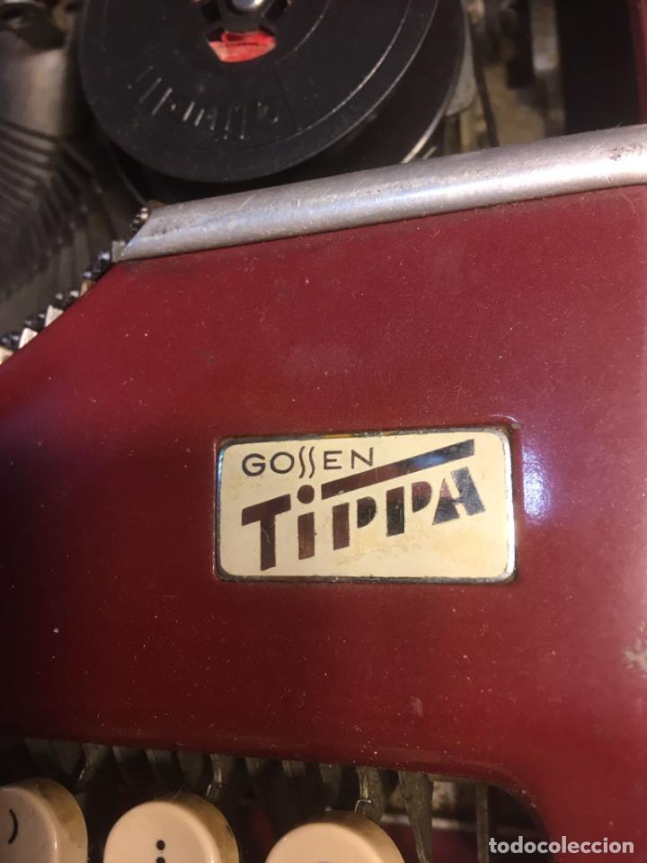 Antigüedades: :aquina de escribir Gossen Tippa, caja metálica mide 30x31x7 cms.maquina de plástico duro - Foto 3 - 244425460