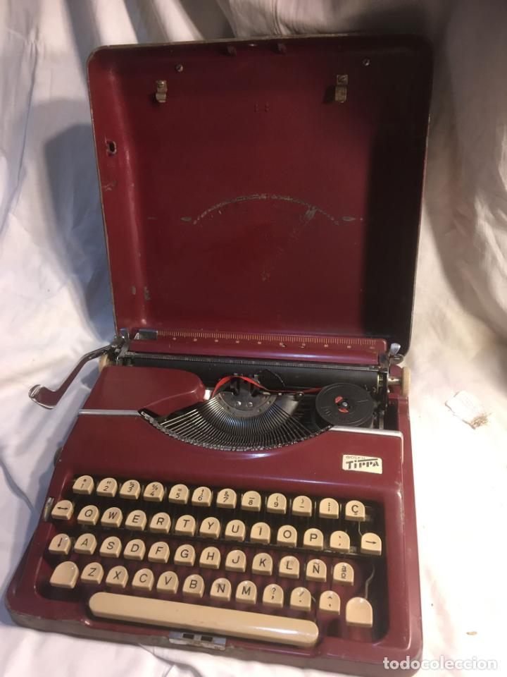 Antigüedades: :aquina de escribir Gossen Tippa, caja metálica mide 30x31x7 cms.maquina de plástico duro - Foto 4 - 244425460