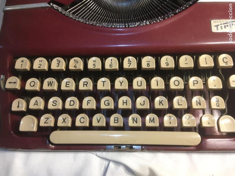 Antigüedades: :aquina de escribir Gossen Tippa, caja metálica mide 30x31x7 cms.maquina de plástico duro - Foto 5 - 244425460
