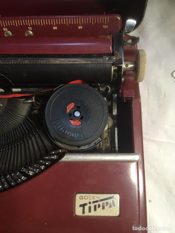 Antigüedades: :aquina de escribir Gossen Tippa, caja metálica mide 30x31x7 cms.maquina de plástico duro - Foto 6 - 244425460