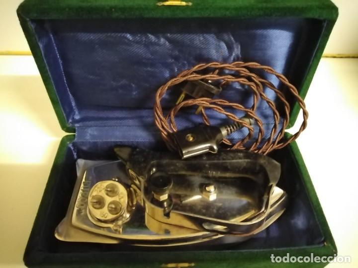 Antigüedades: PLANCHA ELÉCTRICA DE VIAJE CON FUNDA Y CABLE ORIGINAL Antigua - Foto 8 - 244430310