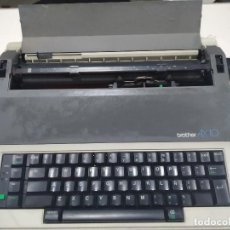 Antigüedades: MAQUINA DE ESCRIBIR BROTHER AX - 10 - ELECTRICA - FUNCIONA. Lote 244485505