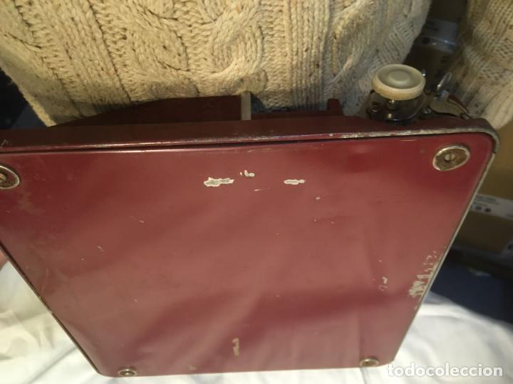Antigüedades: :aquina de escribir Gossen Tippa, caja metálica mide 30x31x7 cms.maquina de plástico duro - Foto 9 - 244425460
