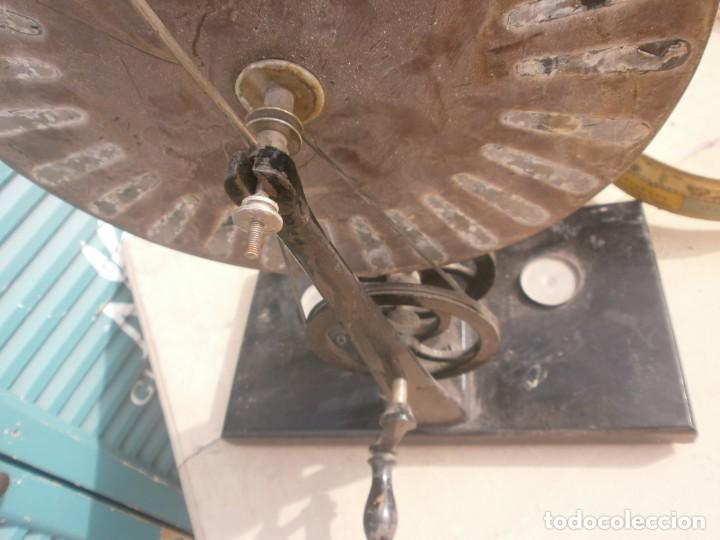 Antigüedades: máquina de Wimshurst Electricidad estática manivela soporte madera 29X16 cm. altura 38 cm. restaurar - Foto 4 - 244580005