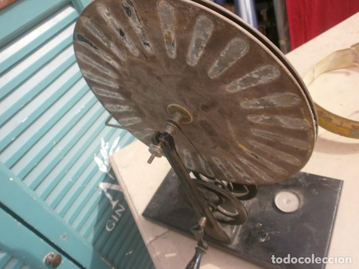 Antigüedades: máquina de Wimshurst Electricidad estática manivela soporte madera 29X16 cm. altura 38 cm. restaurar - Foto 5 - 244580005