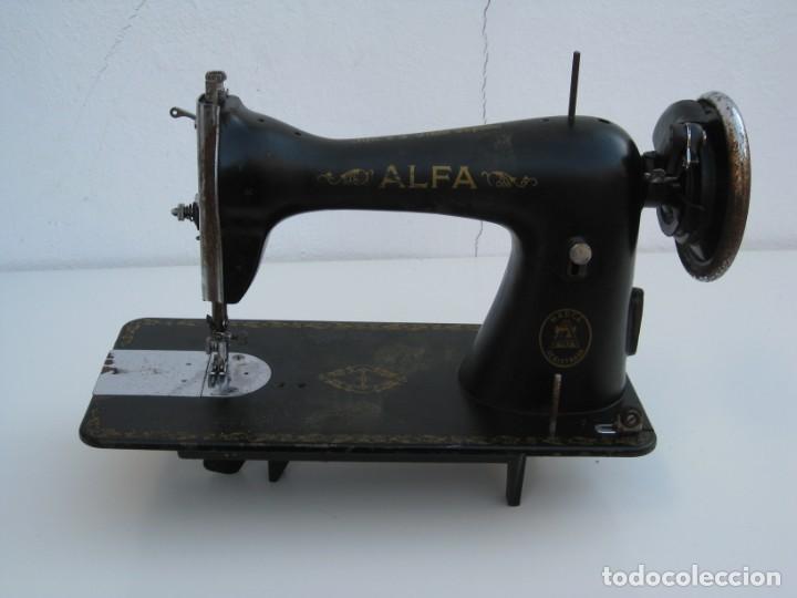 ANTIGUA MAQUINA DE COSER ALFA S.A. EIBAR. ESPAÑA. PARA DECORACION. (Antigüedades - Técnicas - Máquinas de Coser Antiguas - Alfa)