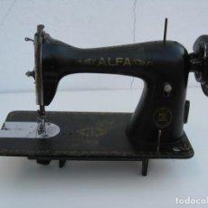 Antigüedades: ANTIGUA MAQUINA DE COSER ALFA S.A. EIBAR. ESPAÑA. PARA DECORACION.. Lote 244595220