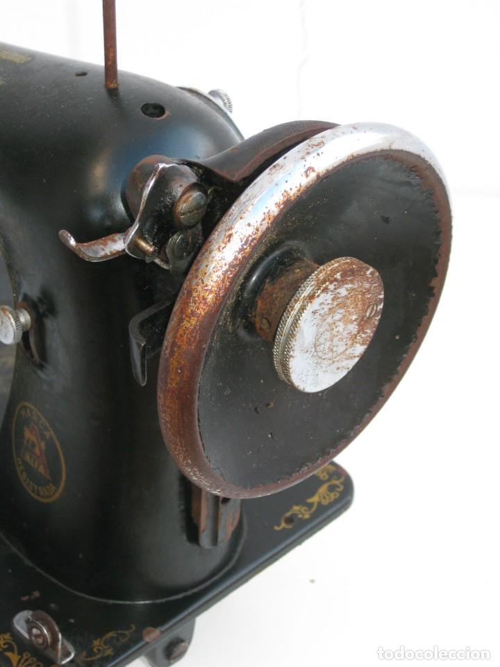 Antigüedades: Antigua maquina de coser Alfa S.A. Eibar. España. Para decoracion. - Foto 5 - 244595220