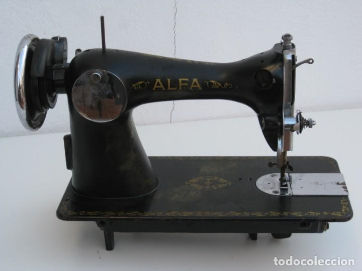 Antigüedades: Antigua maquina de coser Alfa S.A. Eibar. España. Para decoracion. - Foto 6 - 244595220