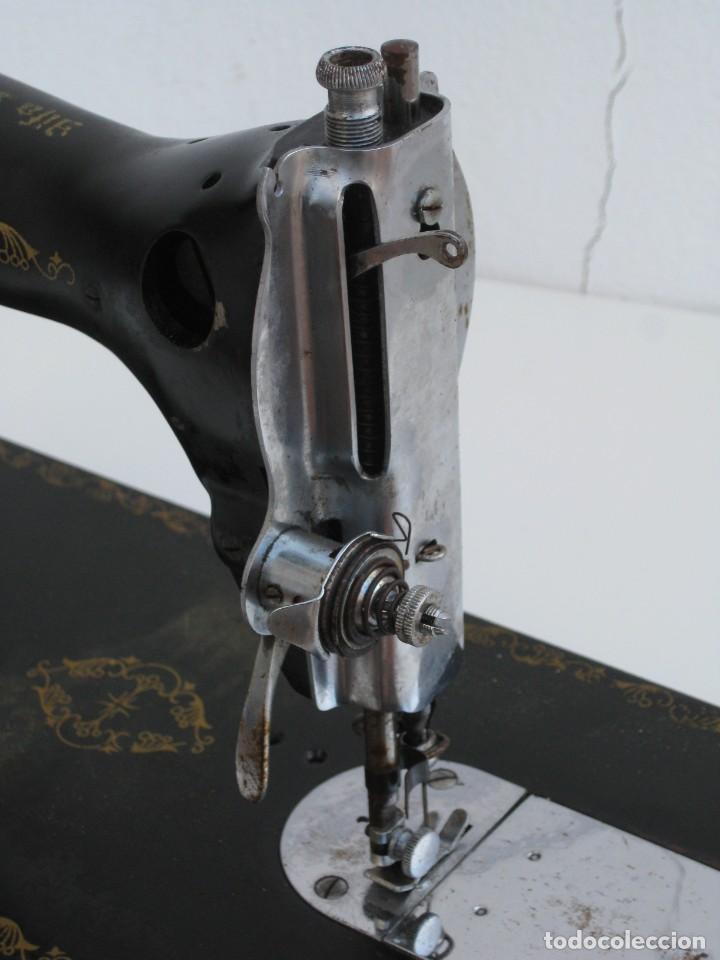 Antigüedades: Antigua maquina de coser Alfa S.A. Eibar. España. Para decoracion. - Foto 9 - 244595220
